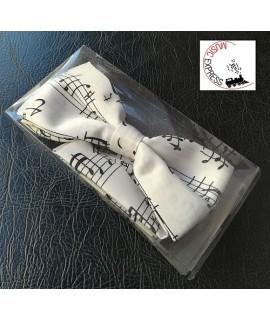 Musik-Boutique FF9314 - Papillon Bianco con Note Manoscritte